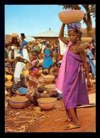 Market Day In A Village Northern Nigeria / Postcard Not Circulated - Nigeria