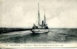 """N°171 E -cpa Ouistreham -""""le Chamois"""" Bateau école Pilotage Sortant Des Jetées- - Commerce"""