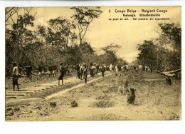 17118  -  Katanga  -  Elisabethville   -   La Pose Du Rail - Congo Belge - Autres