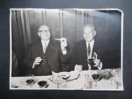 PHOTO (M1608) AU RESTAURANT Fumeur De Pipe (2 Vues) - Foto's
