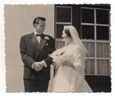 PHOTOGRAPHIE - COUPLE DE MARIES - N/b - Ann 50 - - Personnes Anonymes