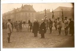 (57) METZ - Place De La République -  Personnalités, Militaires, Drapeaux - Inauguration Ou Remise De Médailles ? - Metz