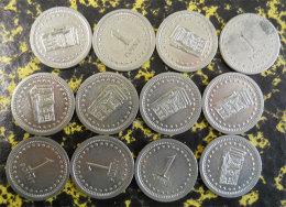 Lot De 12 Jetons Anciens Pour Machine à Sous Old Tokens For Slot Machine Diamètre 2.2 Cms Métal Blanc Casino - Casino
