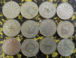 Lot De 12 Jetons Anciens Pour Machine à Sous PM 12 Old Tokens For Slot Machine Diamètre 2 Cms Métal Blanc Casino - Casino