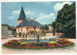 01 - OYONNAX - Un Coin Du Parc, L'ancienne Mairie Et Le Jet D'eau - Oyonnax