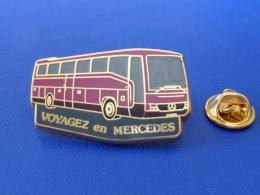 Pin´s Car Autocar Bus - Voyagez En Mercedes - Violet - Zamac Metargent (JA38) - Transportation