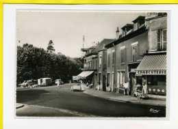 Bievres La Place Du Marché . Automobile. Citroen 2cv.  Jolie Carte Animée.   Edit Cim N° 1051 - Bievres
