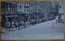 59 : Douai Pendant L'occupation - Cavaliers Allemands Traversant La Rue De Bellain - Animée - Militaria - (n°6035) - Douai