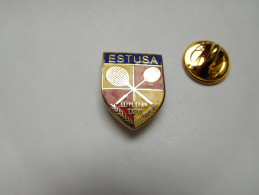 Superbe Pin's En EGF , Blason , Raquette De Badminton , Estusa Elite Elan Espre - Badminton