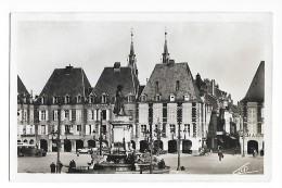 CHARLEVILLE  (cpsm 07)  Place Ducale  Statue De Charles De Gonzague - Charleville