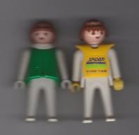 """2 PERSONNAGES GEOBRA 1974/ 7.5cm  / UN HABILLE EN VERT  L'AUTRE  HABILLE AVEC INSCRIPTION """" SPIDAN CROSS TEAM """" - Playmobil"""