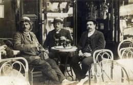 Carte-Photo Postée De BOULOGNE-BILLANCOURT Gros Plan Café Consommateurs En Terrasse - Te Identificeren
