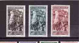 VATICAN 1950 Palatines Guards Cpl Set Of 3 Stamps Sassone  Cat. N° 140/42 Mint Hinged - Vatican