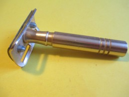 Rasoir à Main/Marque ?/ Made In ? / Vers 1960- 1970     PARF85 - Razor Blades