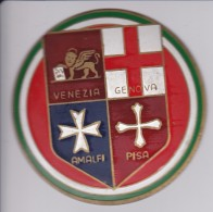 VENEZIA-GENOVA-AMALFI-PISA - CHAPA METALICA ESMALTADA DE COCHE - AÑ0 1950/60 - DIAMETRO 7,5 CMS - Automotive