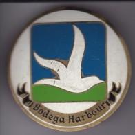 BODEGA HARBOUR - CHAPA METALICA ESMALTADA DE COCHE - AÑ0 1950/60 - DIAMETRO 7,5 CMS - Automóviles