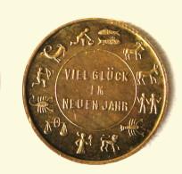 """Jeton De Jeu """" Viel Glück Im Neuen Jahr"""" Avec Signes Astrologiques Et Porte-bonheur Laiton Début XXè - Casino"""