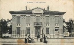 42 - ROANNE - LA GENDARMERIE - GENDARME - CPA ANIME. - Roanne