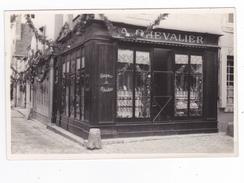 Carte Photo à Situer Magasin Boutique Cordonnier Chaussures Et Réparations A. Chevallier Belle Vitrine Rue Pavée - Cartes Postales