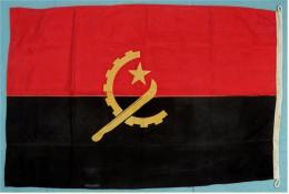 Original Schiffs-Flagge Angola  -  Von 1987  -  Material : Baumwolle  -  Ca. 140 X 80 Cm - Schiffe