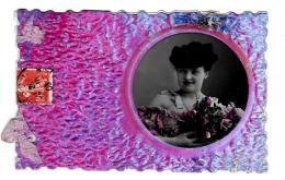 [DC2752] CPA - CARTOLINA - DONNA CON FIORI - SI APRE CON 4 FACCIATE LEGATA CON FIOCCHI - Viaggiata 1908 - Old Postcard - Femmes