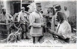 Le Général PETAIN ,commandant En Chef Des Armées Français Visitant Un Cantonnement - Personnages