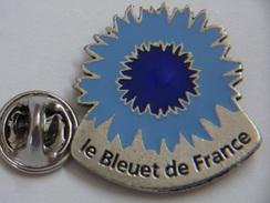 Pin's - ONAC Mémoire Et Solidarité - LE BLEUET DE FRANCE - Anciens Combattants Et Victimes De Guerre - Associations