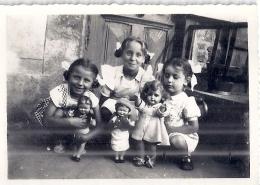 Petites Filles Et Leurs Poupées   Année 1950 Environ  6x8,5cm - Personas Anónimos