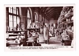 92 Manufacture Nationale De Porcelaine De Sevres Grand Atelier De Fabrication Mouleurs Repareurs De Sculpture - Sevres