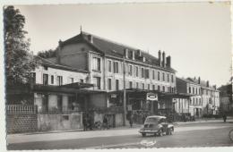 54 - JARNY : La Poste Et La Place De La Gare - Beau Plan De 4 CV Renault - Jarny
