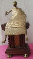 Statuette Bronze, Personnage Assis Sur Un Trône - Bronzi