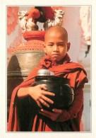 CPSM Birmanie-Jeune Moine Bouddhiste     L2102 - Cartes Postales