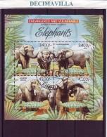 L797, UGANDA, 2012, ELEFANTES - Elefantes