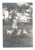 CONGO BELGE - Photo (+/- 9,5 X 14 Cm) Elisabethville - Jeune Fille Prmenant Ses Chiens (b185) - Afrique