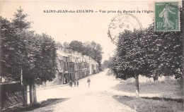 ¤¤  -   SAINT-JEAN-des-CHAMPS   -  Vue Prise Du Portail De L'Eglise    -  ¤¤ - Non Classés