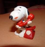Snoopy - Figurine Schleich GERMANY UFS 5.5 Cm / SNOOPY AU TELEPHONE - Snoopy