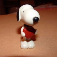 Snoopy - Figurine Schleich GERMANY UFS 5.3 Cm / SNOOPY AVEC COEUR - Snoopy