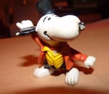 SNOOPY UNITED FEATURE DE 1968 / KARATE OU DANSEUR / 6 CM - Snoopy