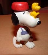 SNOOPY UNITED FEATURE DE 1972 / AVEC OISEAU SUR LE NEZ / 6.5 CM - Snoopy