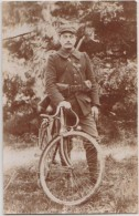 CPA PHOTO GUERRE 1914 1918 Soldat Militaire Estafette à Vélo Bicyclette Fusil - Guerra 1914-18