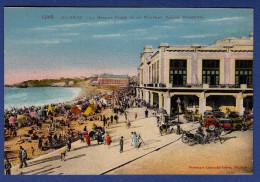 64 BIARRITZ La Grande Plage Et Le Nouveau Casino Municipal ; Cabines, Calèches, Voiture - Animée - Colorisée - Biarritz