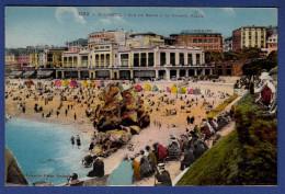 64 BIARRITZ Sur Le Sable à La Grande Plage ; Cabines - Animée - Colorisée - Biarritz
