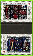 France 1981 2175 à 2176 ** Vitraux Église Sacré-Cœur Fouets De La Passion Paix Croix-Rouge - Vetri & Vetrate
