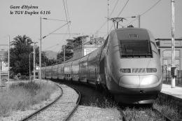Gare D´Hyères , Département Du Var , Le TGV Duplex 6116 - Une Photo Reproduit Carte Postale  10x15 Cm. - Gares - Avec Trains