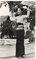 CARTE POSTALE - PHONG - THO -   DANSE DES EVENTAILS    ANNEE 1950   INDOCHINE - Vietnam