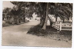 Gabon--PORT-GENTIL--Vers La Pointe Akosso ,cpsm 14 X 9 éd Renault Michele....à Saisir.... - Gabon