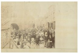 (916) Very Old Postcard - Carte Ancienne - UK - ? Rally Of Poples Near Gate ??? 1905 - Manifestazioni