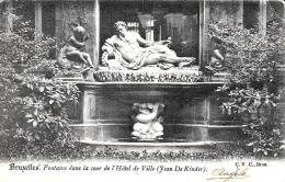[DC2762] CPA - BELGIO - BRUXELLES - FONTAINE DANS LA COUR DE L'HOTEL DE VILLE Jean De Kinder  - Viaggiata - Old Postcard - Bruxelles-ville