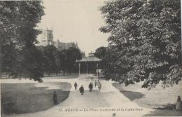 77 SEINE ET MARNE - MEAUX La Place Lafayette Et La Cathédrale - Meaux