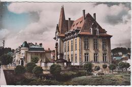 54 - BACCARAT / L'HOTEL DE VILLE - LE MONUMENT AUX MORTS ET LA BANQUE - Baccarat